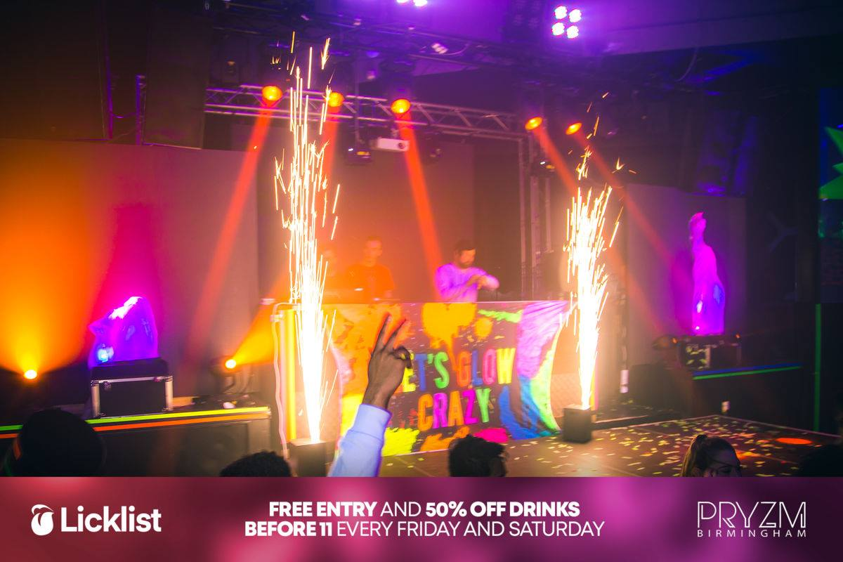 Spark Stream, Sparkular Effect, Cool Pyrotechnic Effects, Pyrotechnics, Spark Stream Effects, Sparkular, Spark Stream Hire, Spark Stream Hire UK, Spark Stream Cheltenham, Spark Stream Gloucestershire,sparkular Gloucestershire.