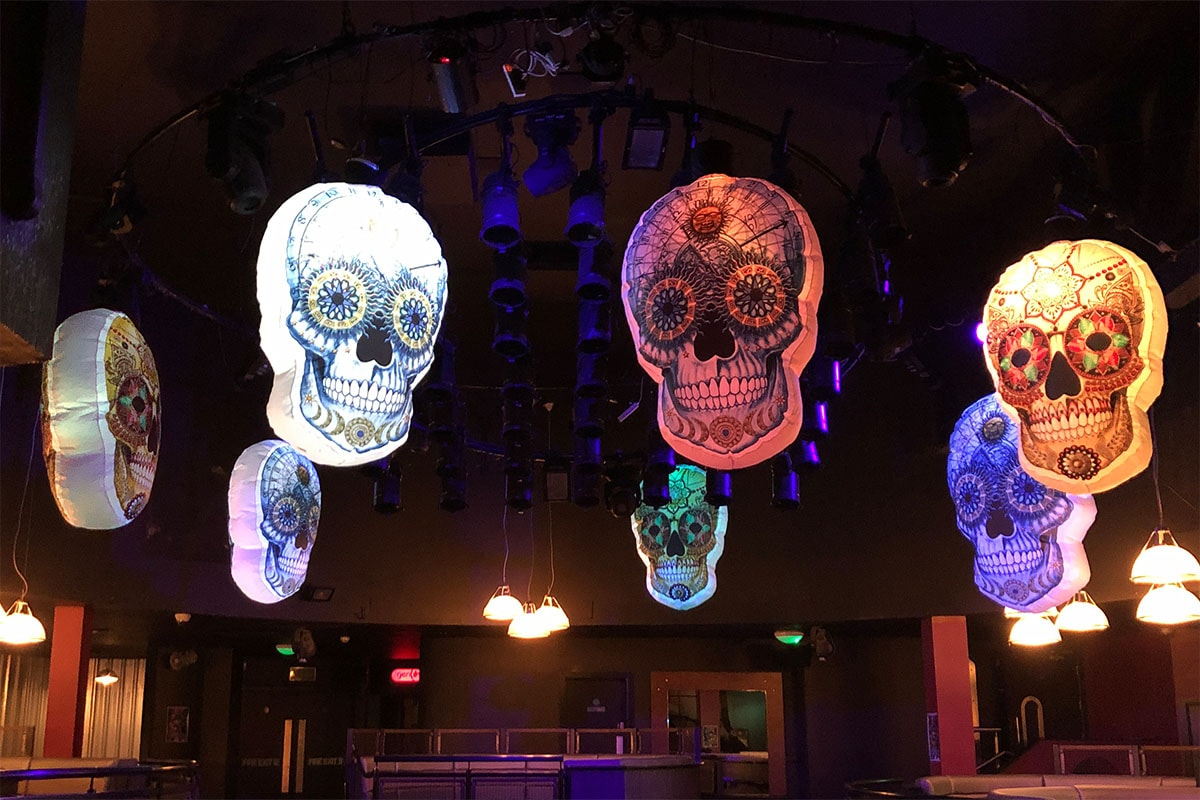 Giant inflatable skull, large hanging skull, Day Of The Dead, dAY OF THE DEAD HIRE, Día de Muertos Theme, Halloween Events, Day of the dead party, halloween theme, giant inflatable skulls